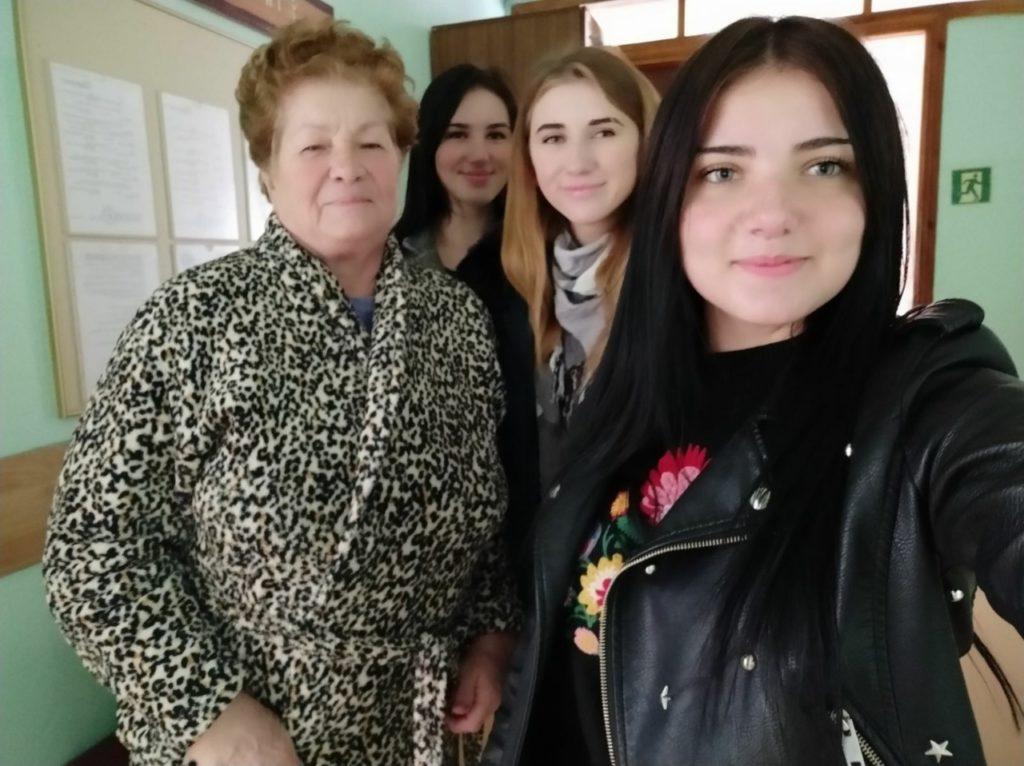 Студенти новоградського медколеджу допомагають дітям з інвалідністю та пенсіонерам, фото-1