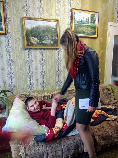 Студенти новоградського медколеджу допомагають дітям з інвалідністю та пенсіонерам, фото-4