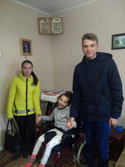 Студенти новоградського медколеджу допомагають дітям з інвалідністю та пенсіонерам, фото-6